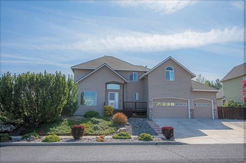 Photo of 3162 NE Nathan Drive, Bend, OR 97701 (MLS # 220122322)