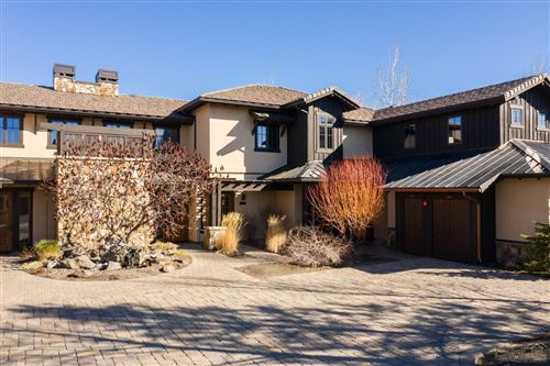 Photo of 23023 Nicklaus Drive #405, Bend, OR 97701 (MLS # 202001324)
