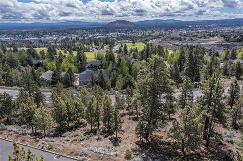 Photo of 2850 NW Lucus Court, Bend, OR 97703 (MLS # 220117327)