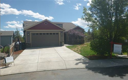 Photo of 460 NW 16th Place, Redmond, OR 97756 (MLS # 220125367)