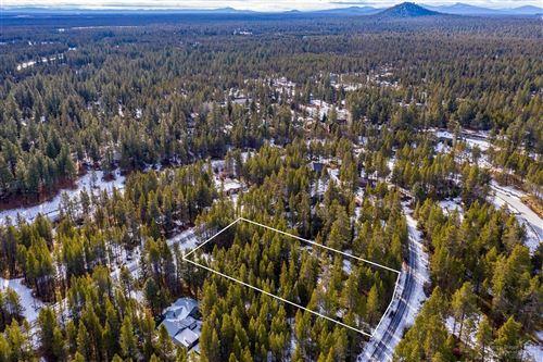 Photo of 17021 Island Loop Way, Bend, OR 97707 (MLS # 202000382)
