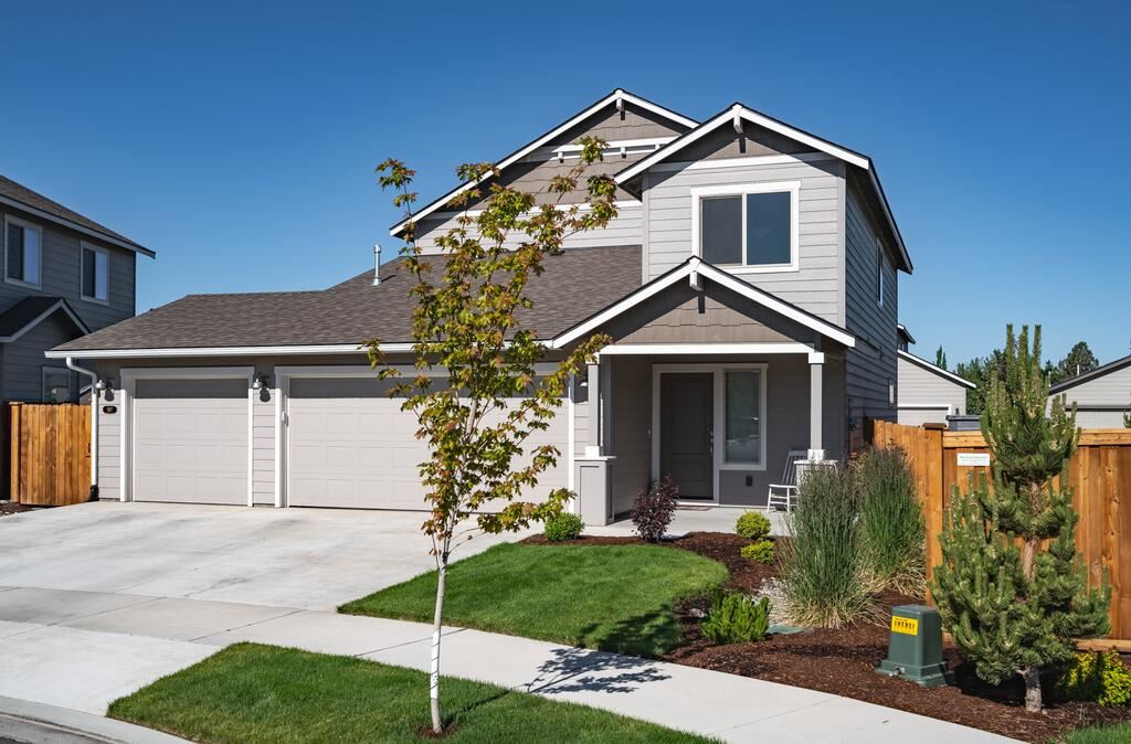 Photo of 597 NW 26th Street, Redmond, OR 97756 (MLS # 220125388)