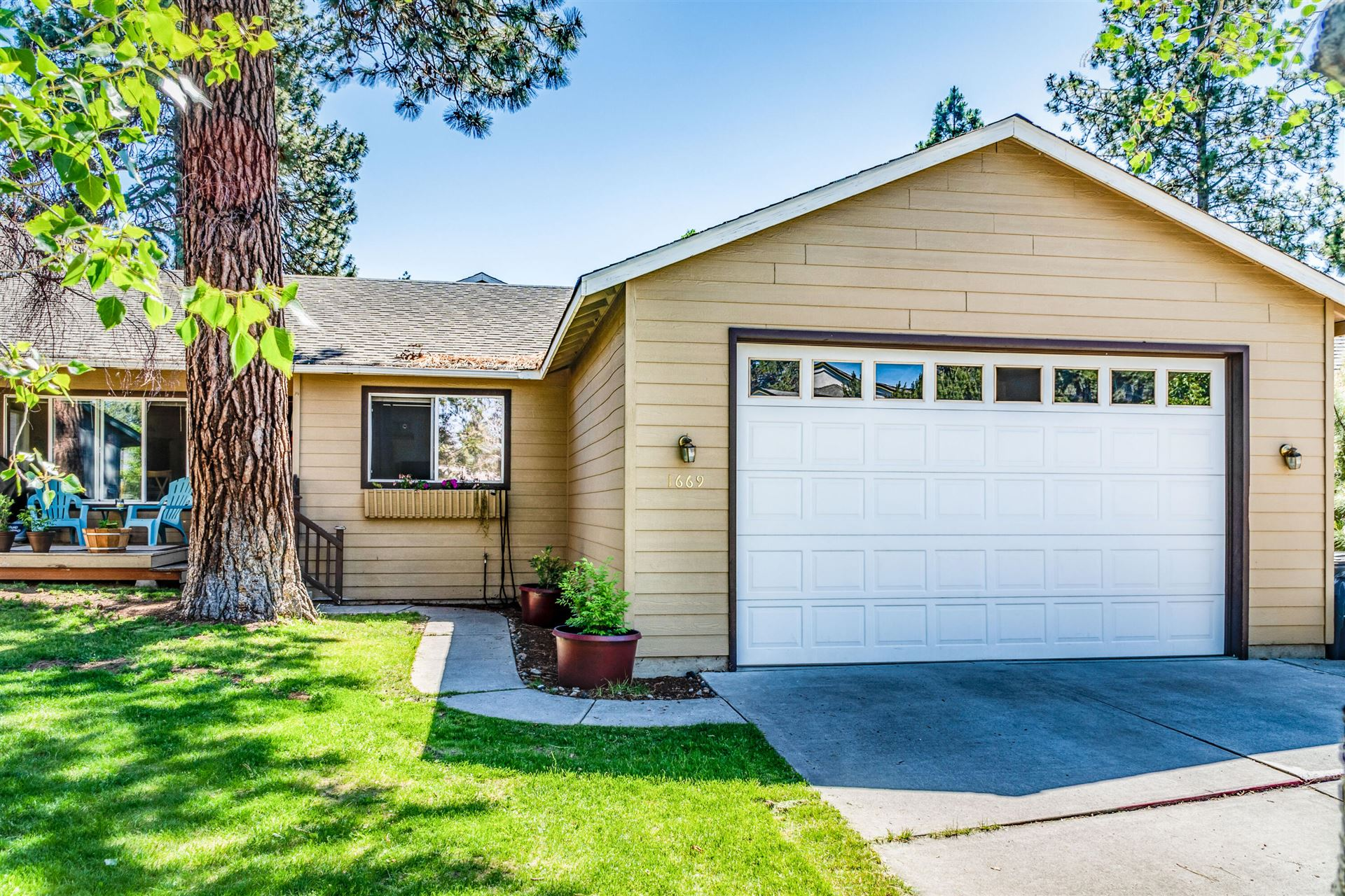 Photo of 1669 NE Lilac Court, Bend, OR 97701 (MLS # 220125392)
