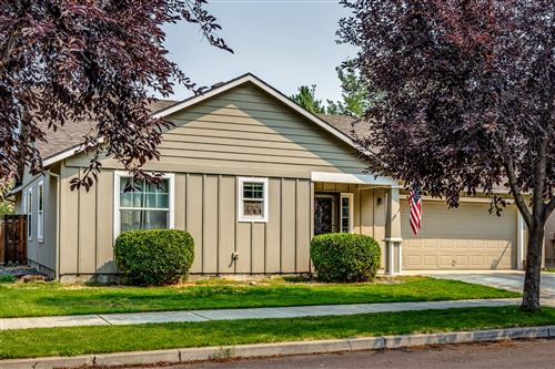 Photo of 3427 SW Kalama Avenue, Redmond, OR 97756 (MLS # 220128394)