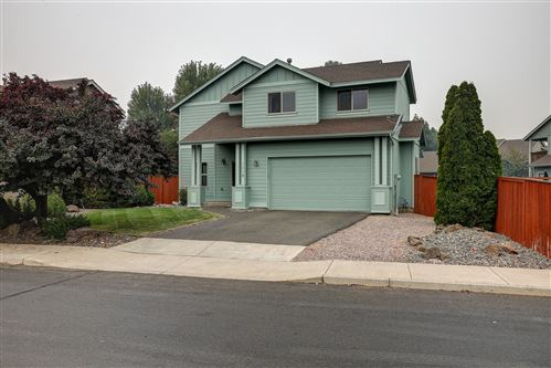 Photo of 1339 NW 17th Street, Redmond, OR 97756 (MLS # 220109406)