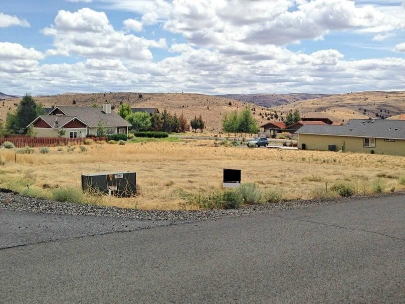 Photo of 1517 Fish Tail Road, Maupin, OR 97037 (MLS # 220125459)