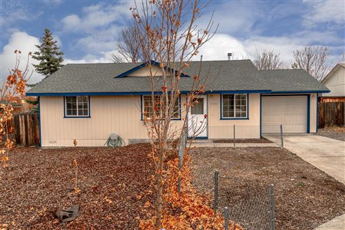 Photo of 2044 SW 32nd Court, Redmond, OR 97756 (MLS # 201910468)