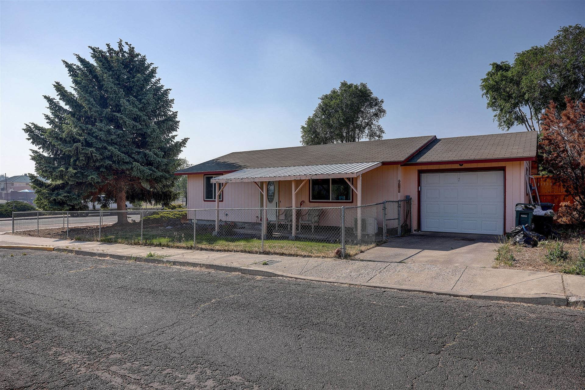 Photo of 410 SW 2nd Street, Madras, OR 97741 (MLS # 220125475)