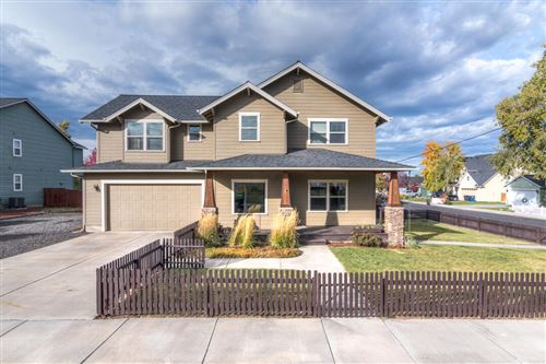 Photo of 1365 NW 16th Court, Redmond, OR 97756 (MLS # 220133487)