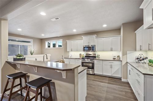 Photo of 1698 NW Upas Place, Redmond, OR 97756 (MLS # 220132558)