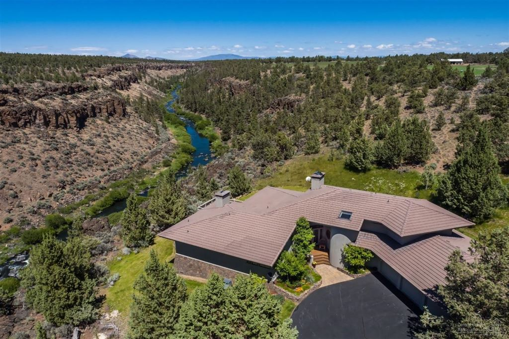 Photo for 7433 Southwest 77th Street, Redmond, OR 97756 (MLS # 201807590)