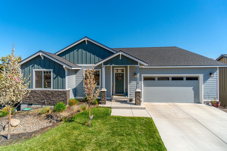 Photo of 2318 SW Valleyview Drive, Redmond, OR 97756 (MLS # 220120591)