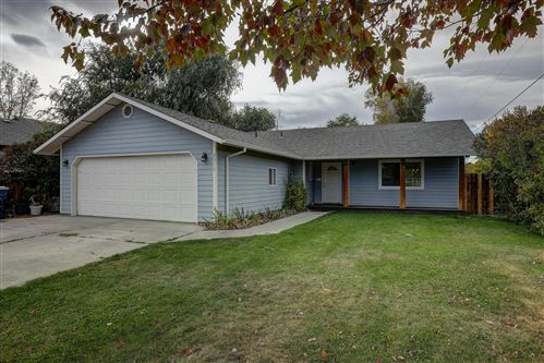 Photo of 2313 SW 20th Court, Redmond, OR 97756 (MLS # 220111598)