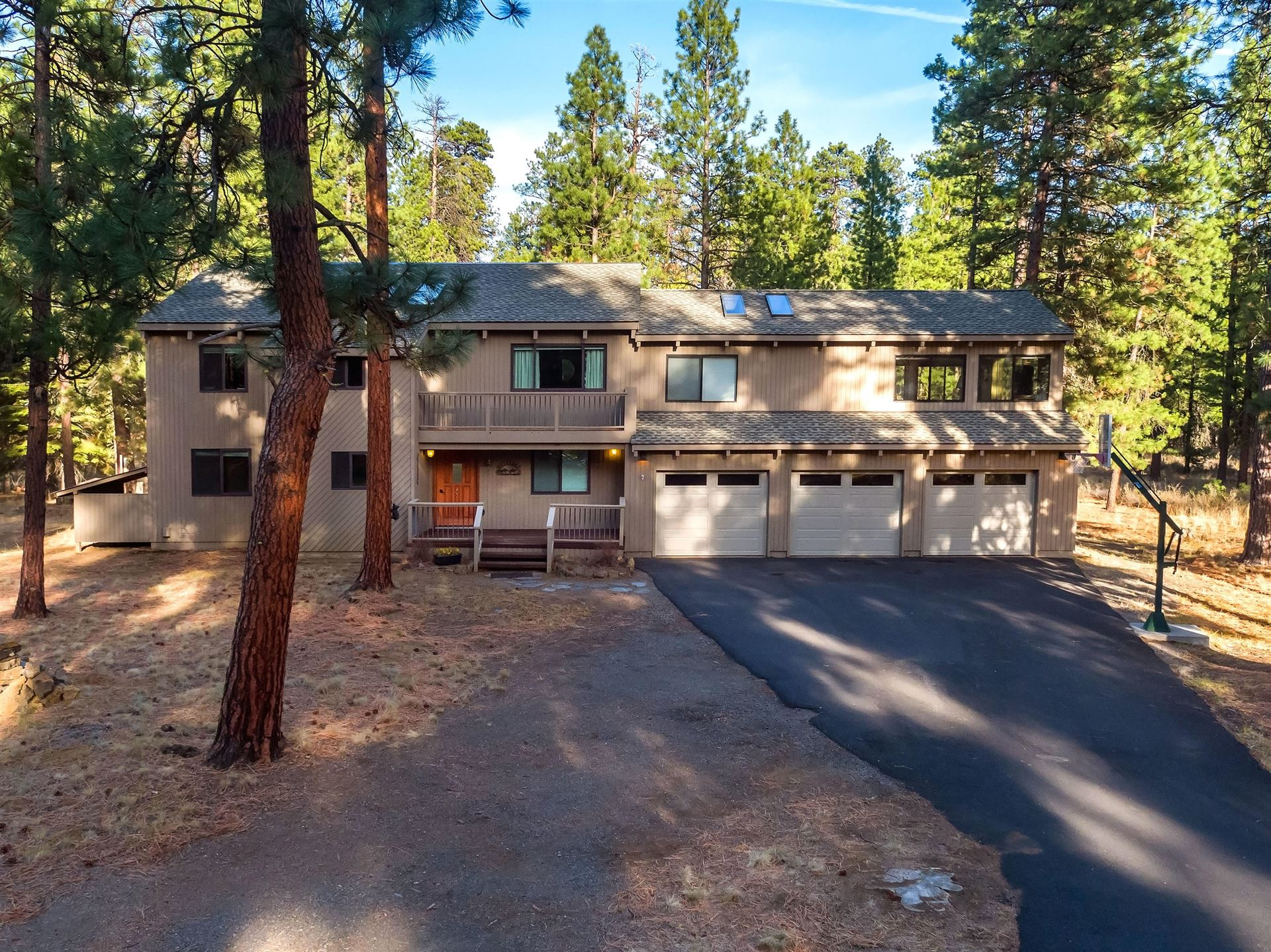 Photo of 70968 Manna Grass, Black Butte Ranch, OR 97759 (MLS # 220111615)