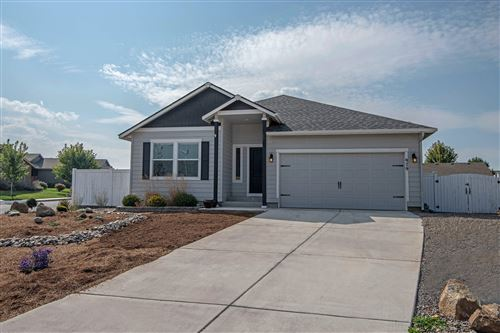Photo of 979 SW 24th Place, Redmond, OR 97756 (MLS # 220109621)