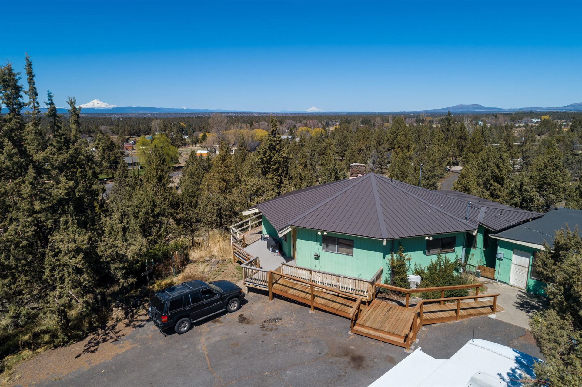 Photo of 910 NW 55th Street, Redmond, OR 97756 (MLS # 220120625)