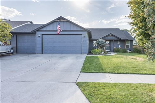 Photo of 2831 NW 22nd Street, Redmond, OR 97756 (MLS # 220106665)