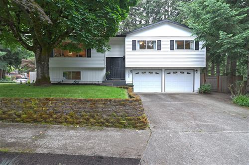 Photo of 12355 SW 124th Avenue, Tigard, OR 97224 (MLS # 220101671)