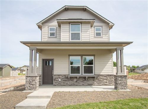 Photo of 2581 NW Spruce Place, Redmond, OR 97756 (MLS # 220110671)
