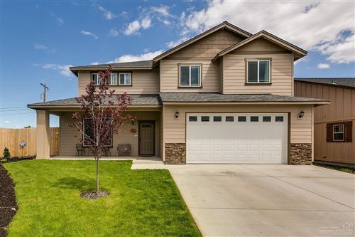 Photo of 970 SW 23rd Place, Redmond, OR 97756 (MLS # 220127680)