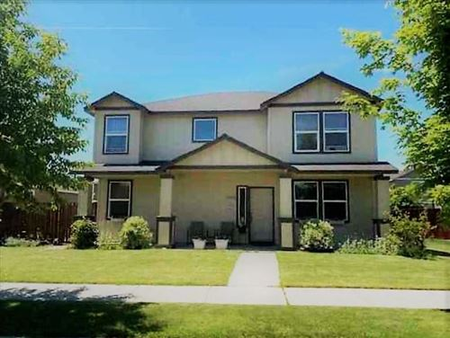 Photo of 1453 NE 4th Street, Redmond, OR 97756 (MLS # 220120683)
