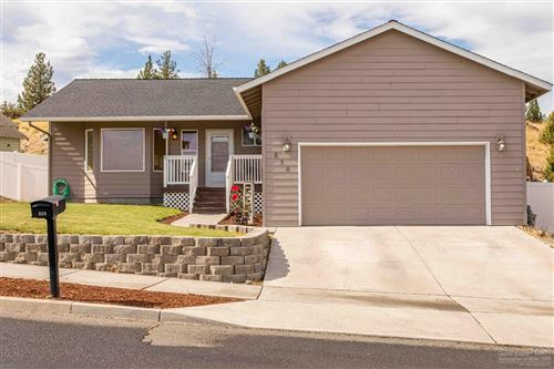 Photo of 838 SW Sunnyside Drive, Madras, OR 97741 (MLS # 201908690)
