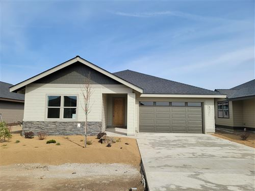 Photo of 2703 NW 25th Street, Redmond, OR 97756 (MLS # 220101699)