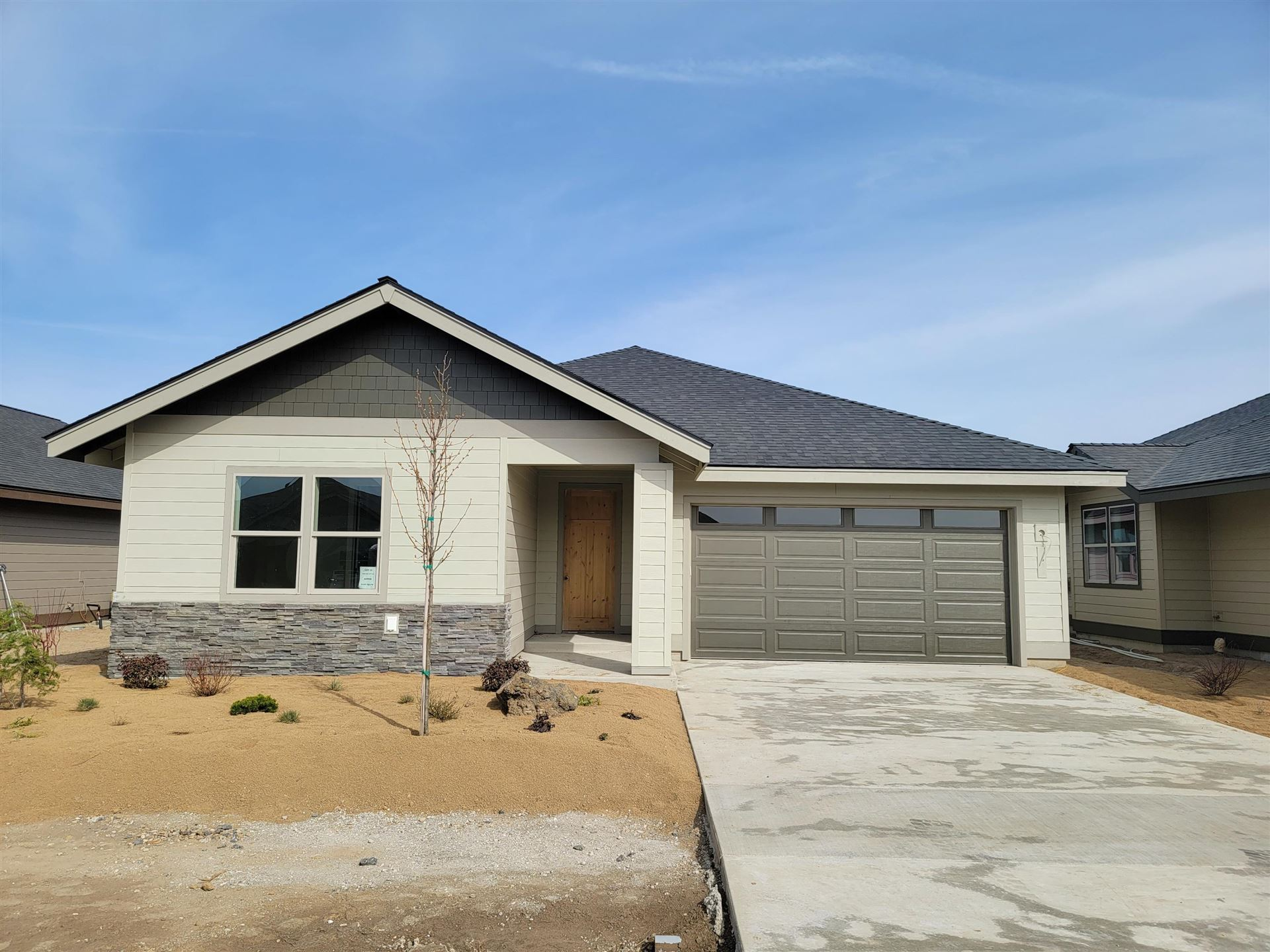 Photo of 29 NW 25th Street, Redmond, OR 97756 (MLS # 220101699)