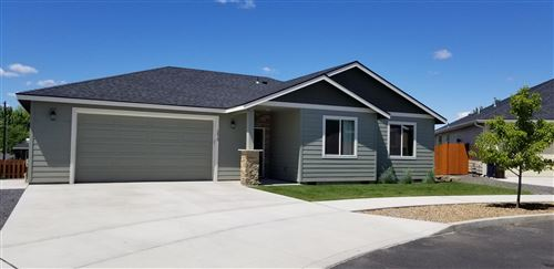 Photo of 2413 NW 9th Court, Redmond, OR 97756 (MLS # 201910705)