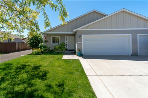 Photo of 908 NW Spruce Tree Place, Redmond, OR 97756 (MLS # 220104705)