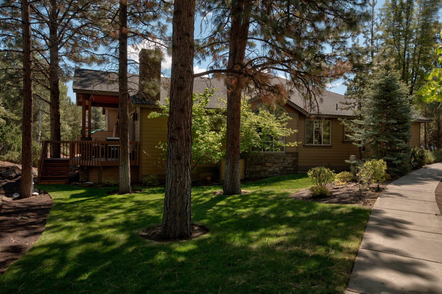Photo of 2550 NW Locke Court, Bend, OR 97703 (MLS # 220101707)
