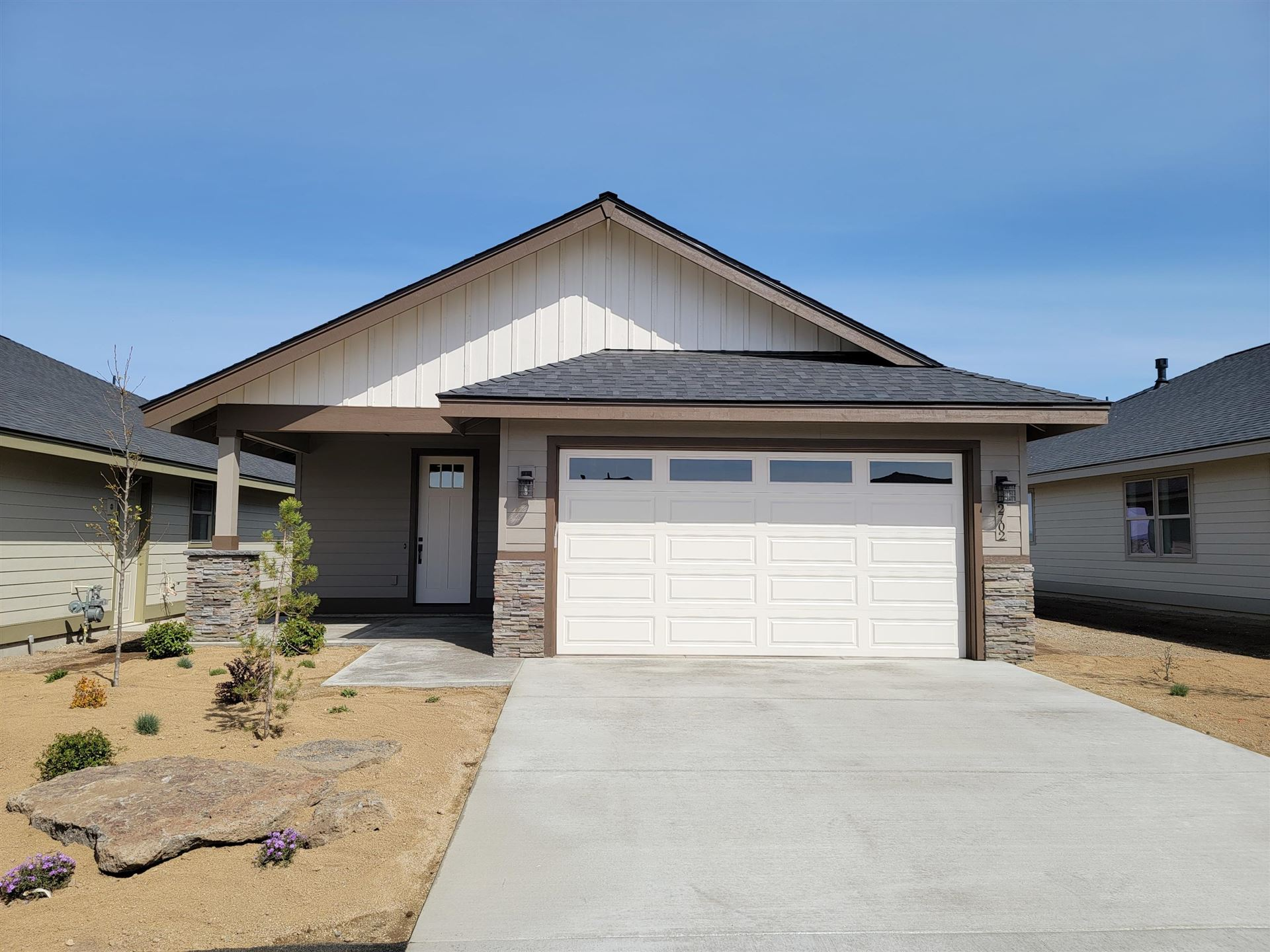 Photo of 34 NW 25th Street, Redmond, OR 97756 (MLS # 220101708)