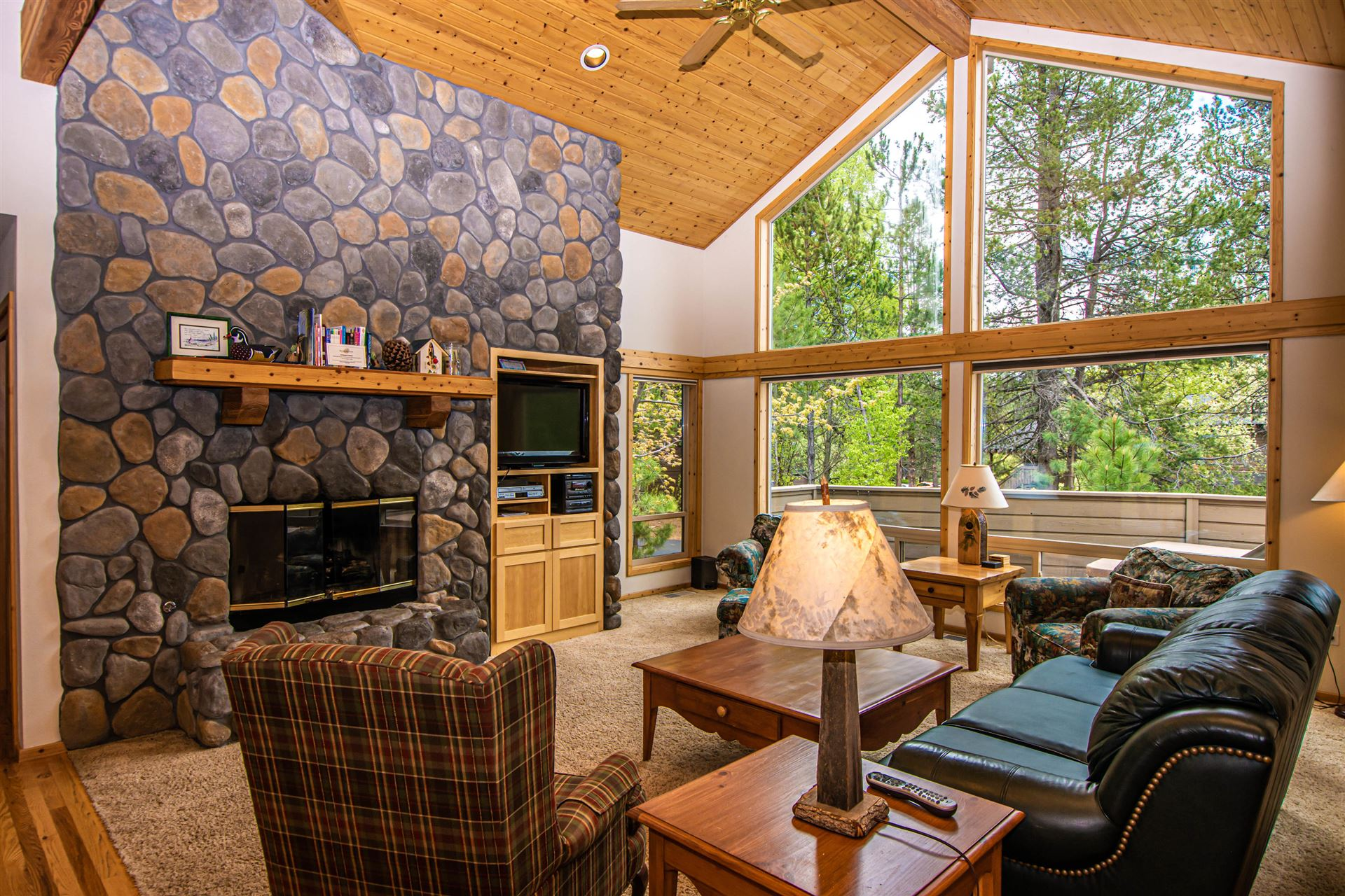 Photo of 17917 Rhododendron Lane, Sunriver, OR 97707 (MLS # 220101730)