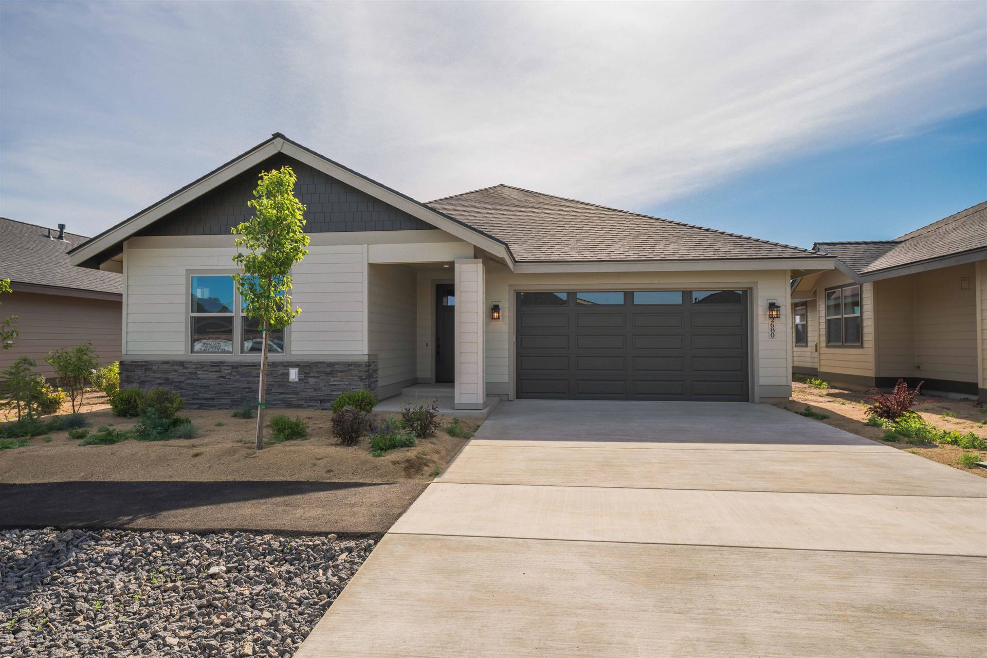 Photo of 35 NW 25th Street, Redmond, OR 97756 (MLS # 220101738)