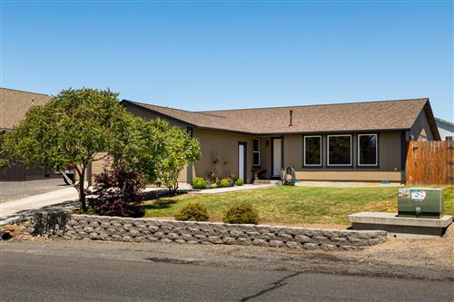 Photo of 304 E Ridgeview Drive, Culver, OR 97734 (MLS # 220104746)