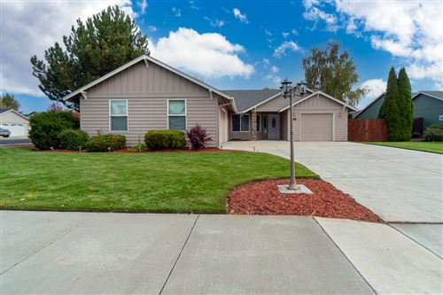 Photo of 2130 NW 21st Court, Redmond, OR 97756 (MLS # 220133754)