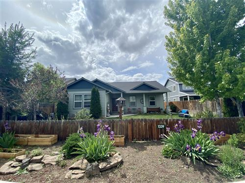 Photo of 1339 SW 27th Street, Redmond, OR 97756 (MLS # 220101769)