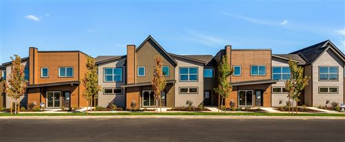 Photo of 555 NW 28th Court, Redmond, OR 97756 (MLS # 220128782)