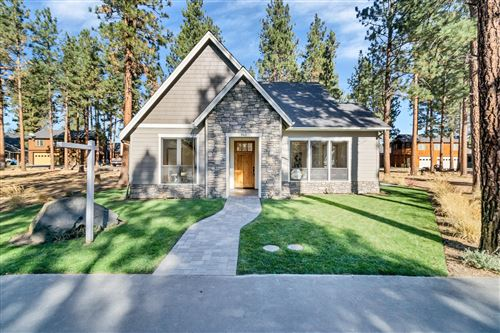 Photo of 962 Timber Pine Drive, Sisters, OR 97759 (MLS # 220111785)