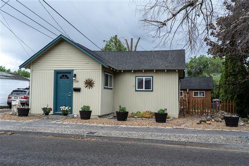 Photo of 1124 SW Cascade Avenue, Redmond, OR 97756 (MLS # 220124812)