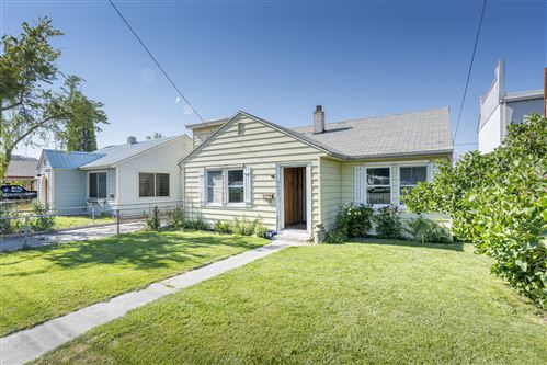 Photo of 945 NW 2nd Street, Prineville, OR 97754 (MLS # 220127827)