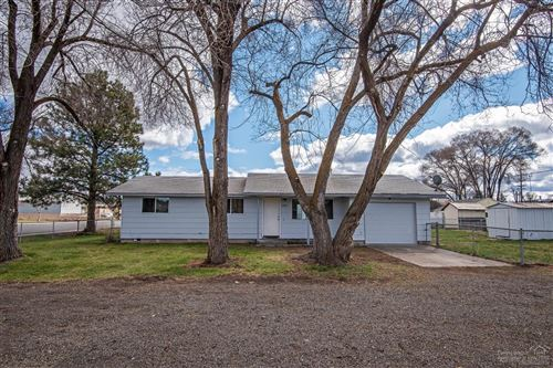 Photo of 962 NW Glenwood Street, Prineville, OR 97754 (MLS # 202002859)
