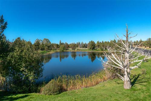 Photo of 1422 Highland View Loop, Redmond, OR 97756 (MLS # 220109883)