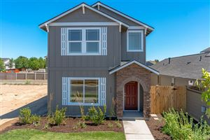 Photo of 250 NW 30th Street, Redmond, OR 97756 (MLS # 201902905)