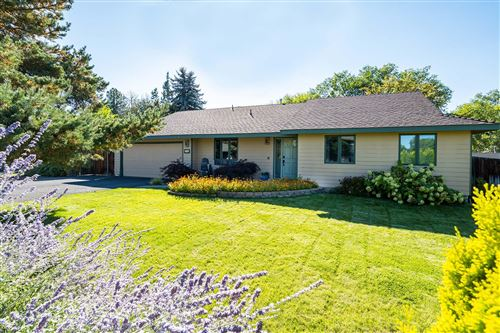 Photo of 2285 NW 12th Street, Redmond, OR 97756 (MLS # 220131916)