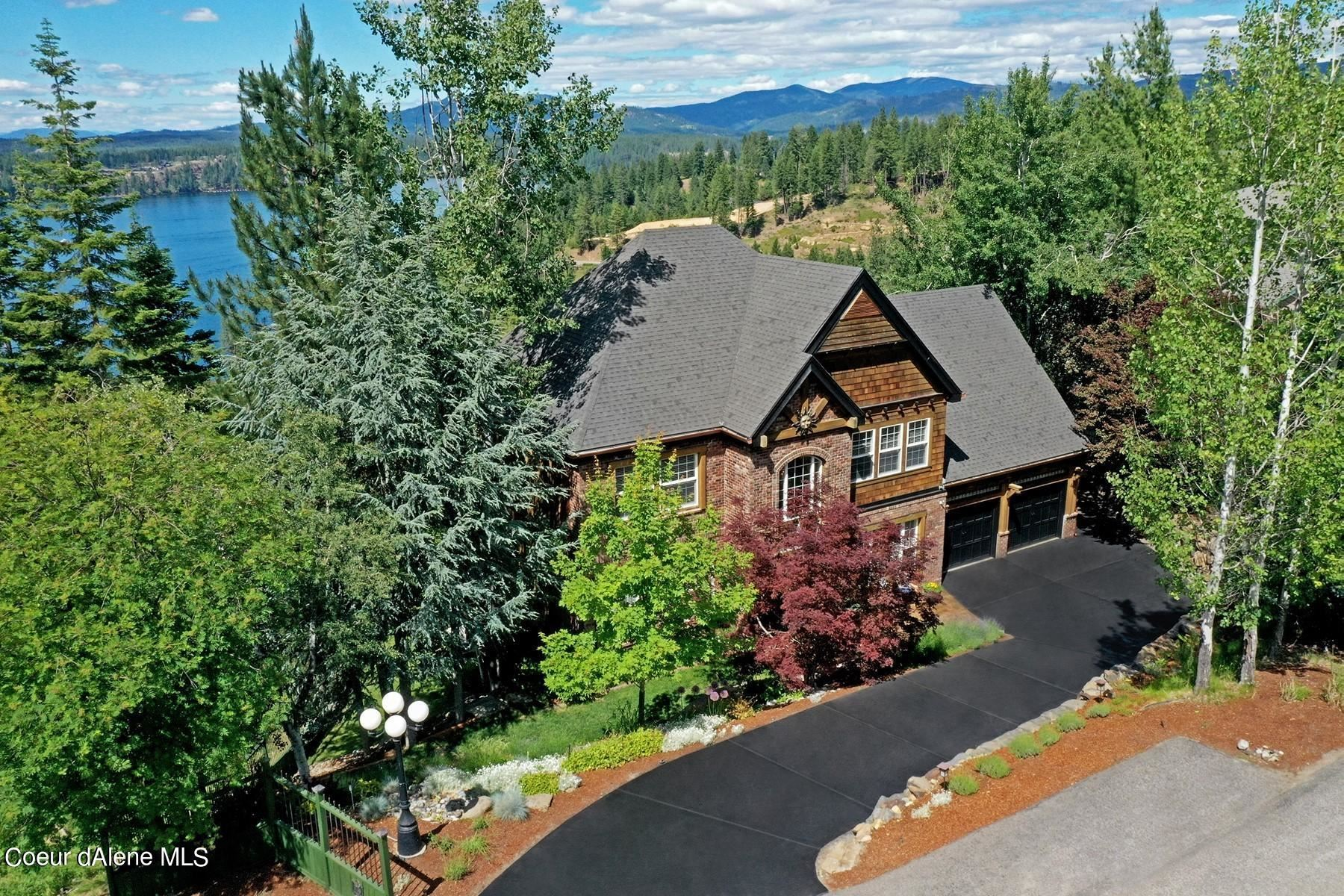 Photo of 3739 E Lookout Dr, Coeur dAlene, ID 83815 (MLS # 21-6233)