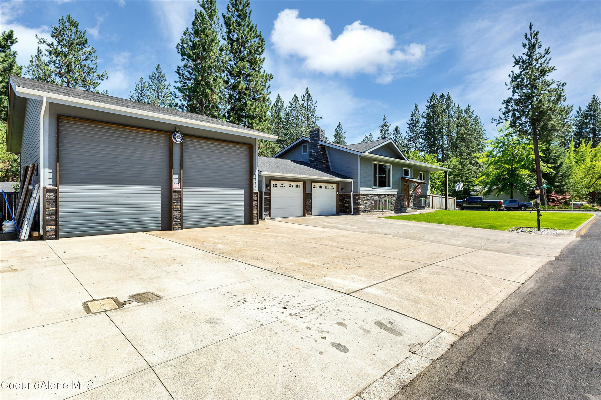 Photo of 317 S WESTWOOD DR, Post Falls, ID 83854 (MLS # 21-7272)