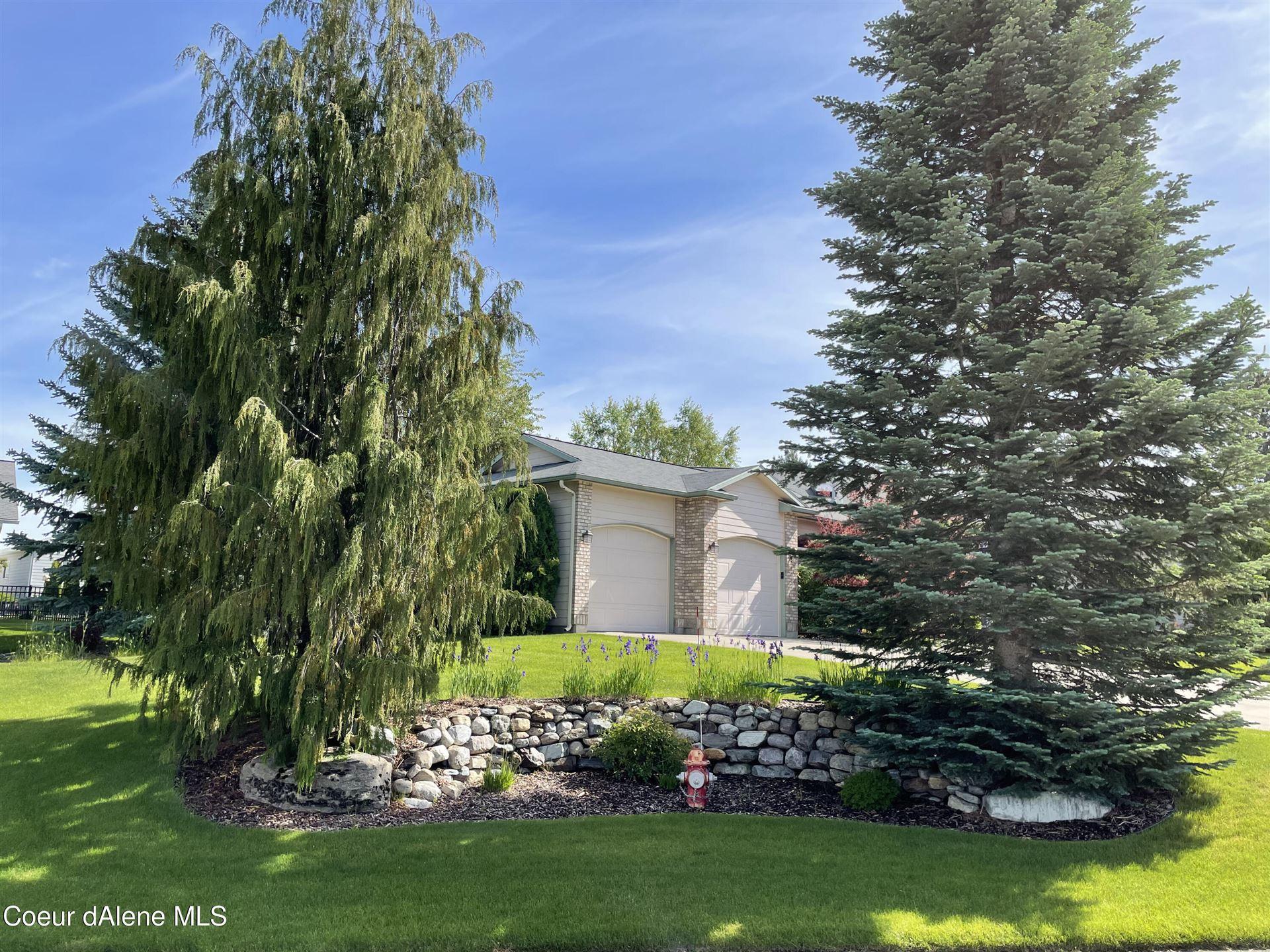 Photo of 1061 W OAKWOOD DR, Hayden, ID 83835 (MLS # 21-5385)
