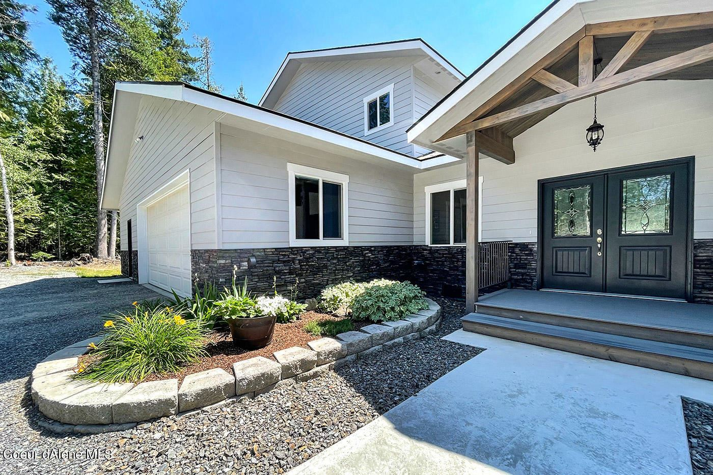 Photo of 877 Berry Hl, Cocolalla, ID 83813 (MLS # 21-7392)