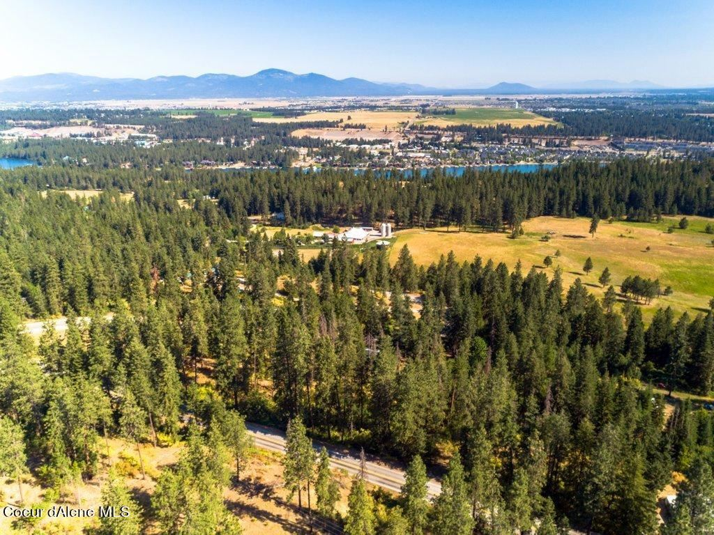 Photo of 5353 W RIVERVIEW DR, Coeur dAlene, ID 83814 (MLS # 21-6870)
